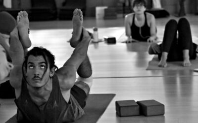 What is the difference between Ashtanga and Vinyasa Yoga?